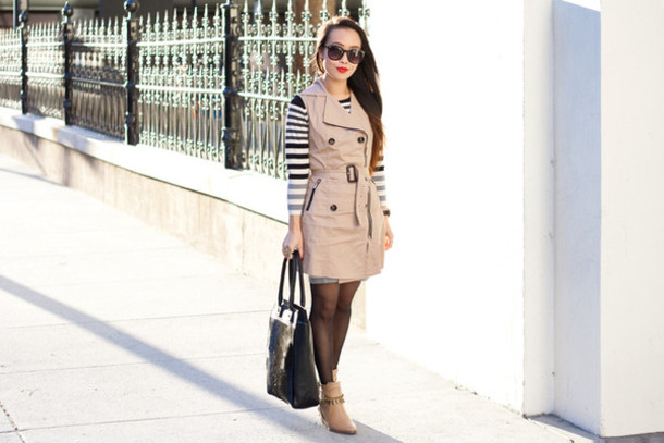 it's not her it's me blogger dress striped sweater black bag coat jacket sweater bag shoes tights jewels sunglasses