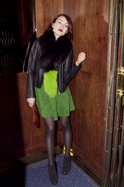 la petite anglaise blogger green dress black jacket