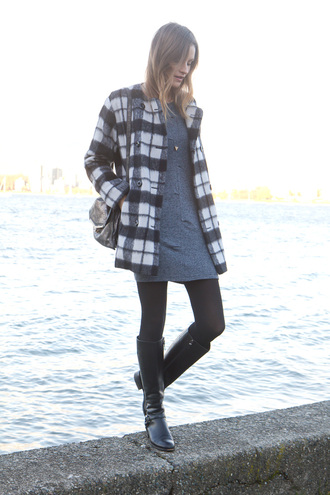 styling my life blogger flannel winter outfits grey dress black boots winter coat