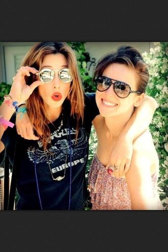 sunglasses gillian zinser jessica stroup 90210 jewels t-shirt
