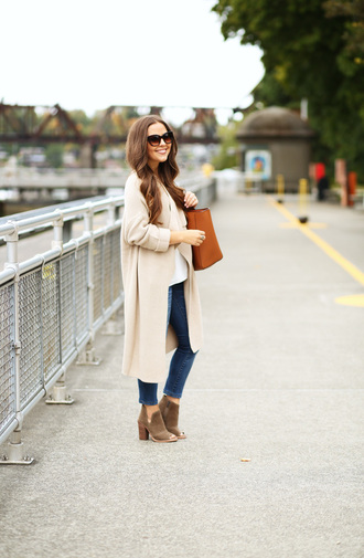dress corilynn blogger sweater jeans top bag shoes jewels sunglasses coat nude coat white top brown bag skinny jeans ankle boots brown boots block heels stacked wood heels