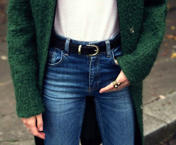 le fashion blogger jeans belt emerald green winter coat