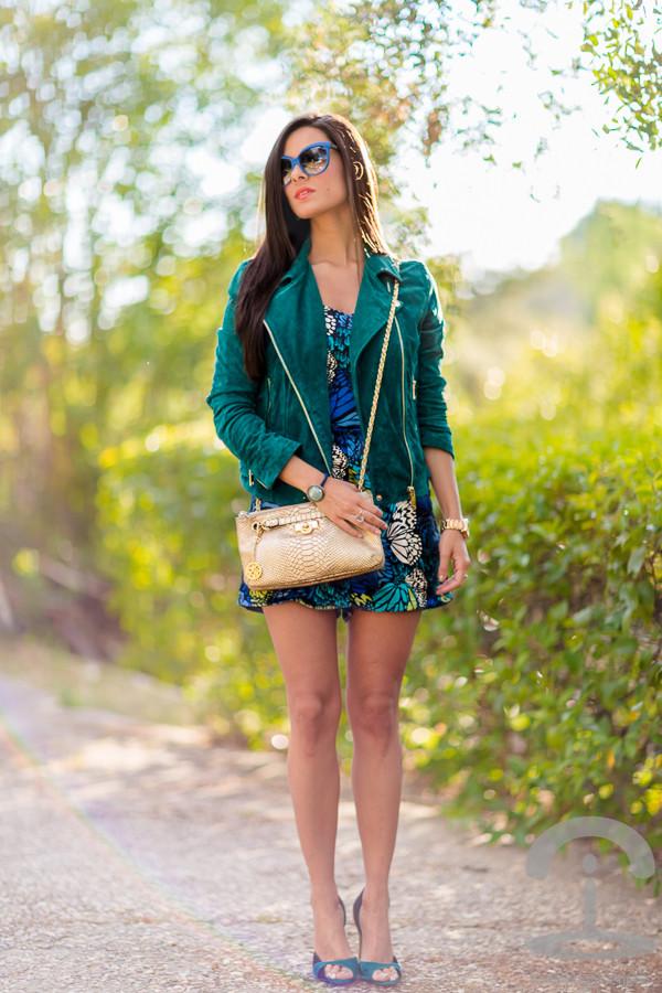 crimenes de la moda romper jacket sunglasses jewels shoes bag