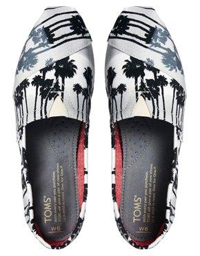 Toms   Toms – Klassische, flache Schuhe mit grauem Palmenmuster bei ASOS
