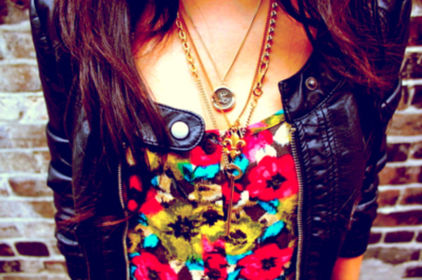 jacket floral black jacket necklace colorful summer jewels clothes t-shirt leather floral edgy pretty pretty little liars leather jacket jewelry gold necklace floral tank top flowers shirt colorful shirt floral print shirt tank top red yellow top flower patern