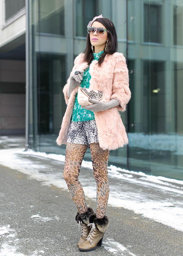 macademian girl coat shorts t-shirt bag jewels sunglasses shoes