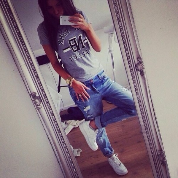 pants jeans ripped jeans boyfriend jeans blue jeans baggy baggy jeans swag t-shirt shoes shirt blue