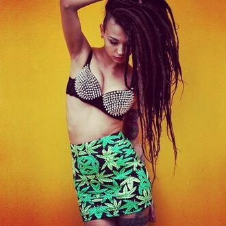 skirt print weed girl model sexy green streetwear streetstyle marijuana high waisted green skirt printed skirt hot top bra underwear yellow instagram dreadlocks rasta