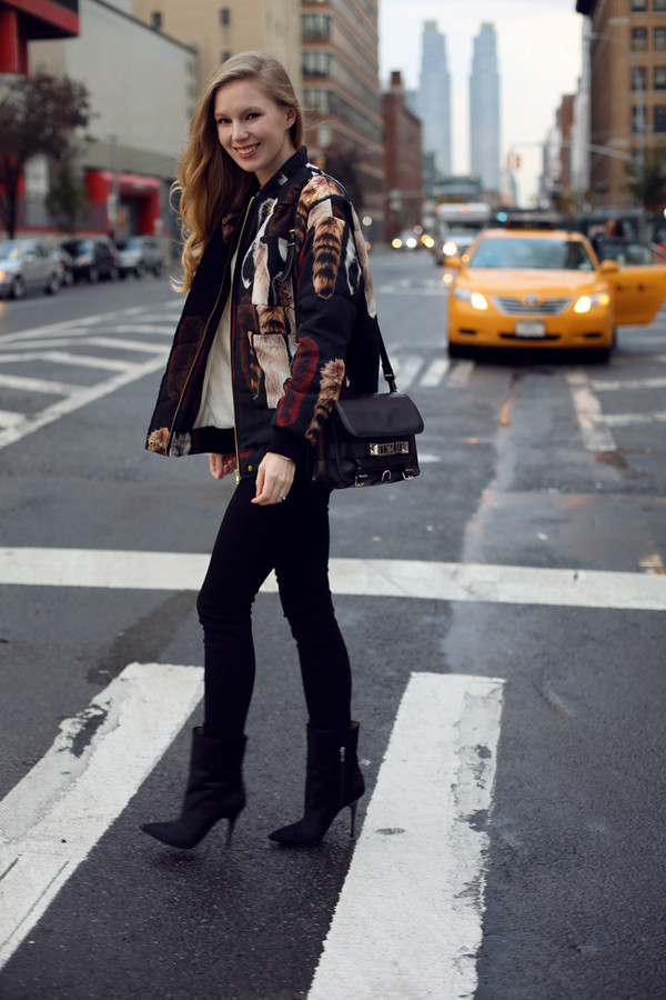 jacket sweater jeans bag shoes tumblr printed jacket black jeans skinny jeans black skinny jeans boots black boots ankle boots pointed boots heel boots black bag fall outfits