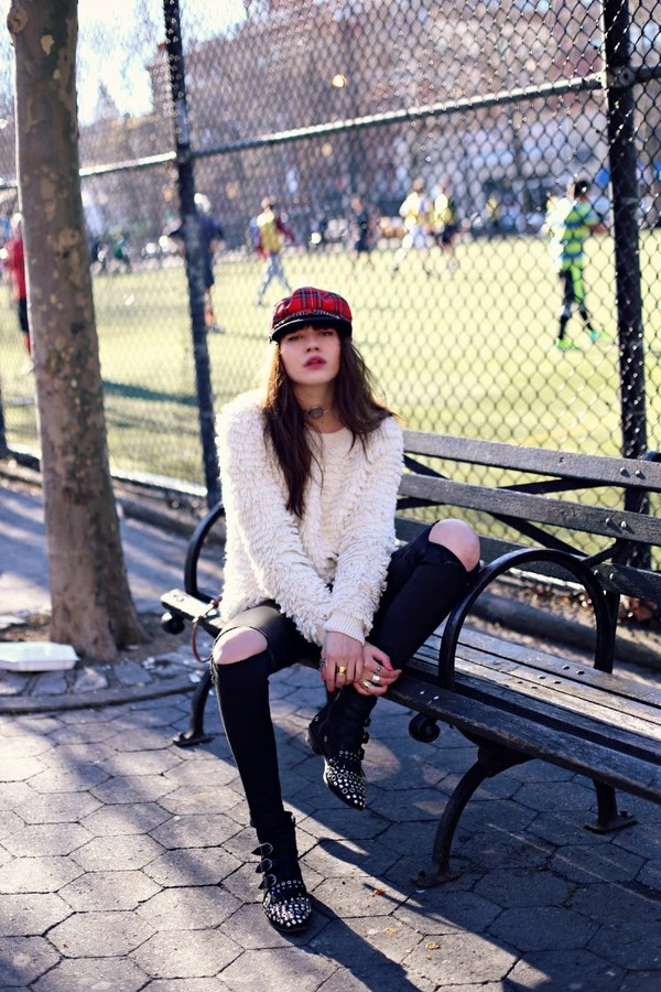 natalie off duty sweater sunglasses jeans hat shoes