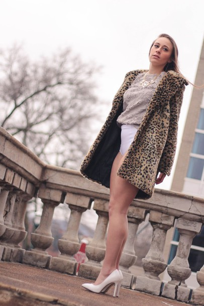 tennessee rose blogger top animal print faux fur coat white shoes necklace jewels shoes coat