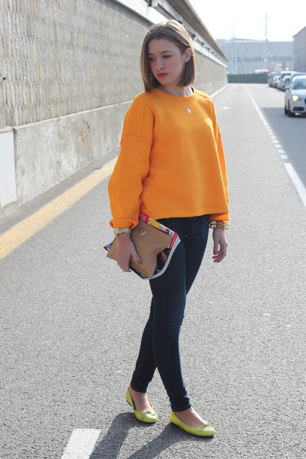 say queen sweater jeans bag jewels t-shirt shoes