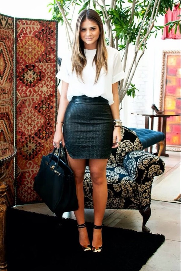 skirt blouse shoes black leather pretty chic sexy short black skirt black leather skirt bodycon leather skirt black white tee shirt white top leather fitted skirt leather skirt blackskirt