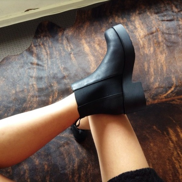 shoes autumn boots dress chelsea boots boots black leather heel chelsea vintage cute ankle boots black boots grunge hipster cool platform shoes booties elegance tumblr shoes tumblr outfit girly black chelsea shoes