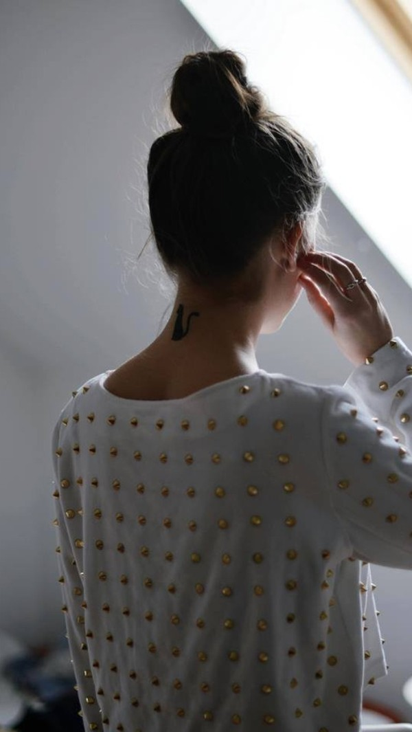 sweater white and gold gold spikes white sweater