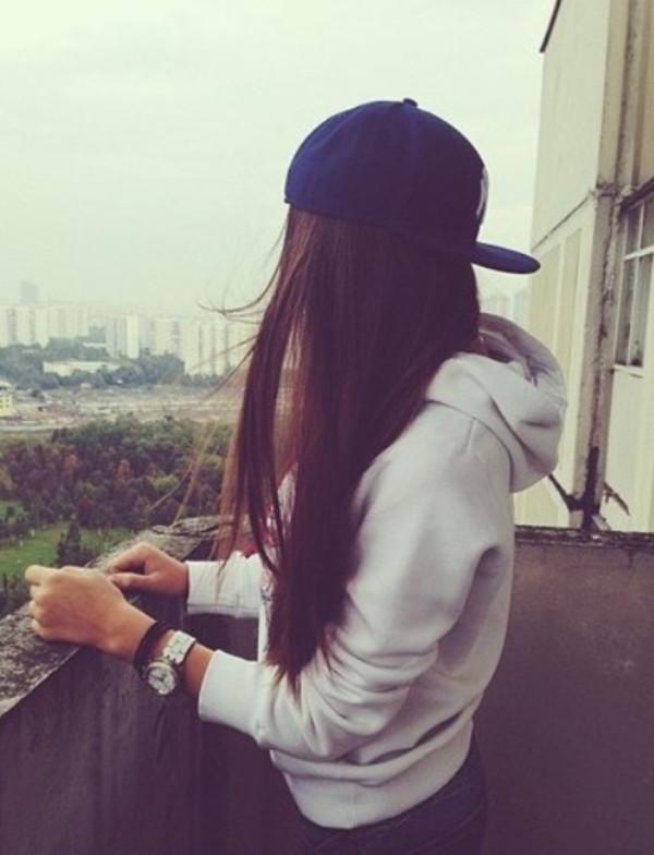 Фото девушек брюнеток с короткими волосами со спины на аву