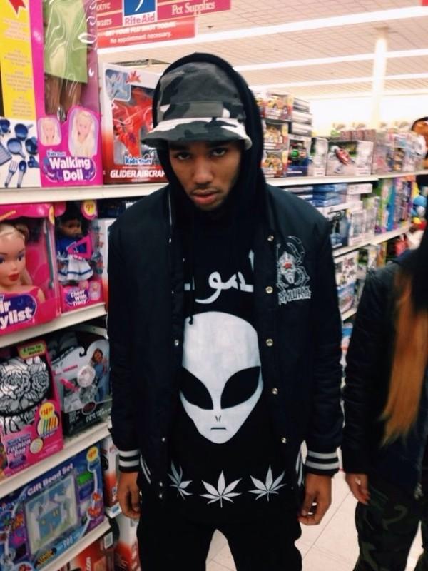 shirt menswear black t-shirt alien alien alien weed shirt weed marijuana marijuana black weed