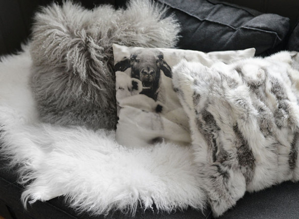 stylista blogger fluffy grey pillow home accessory fur