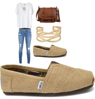 bag white v-neck white shirt t-shirt toms jeans ripped jeans brown leather satchel gold bracelet shoes jewels crossbody bag leather bag brown leather bag messenger bag postman bag borsa postina