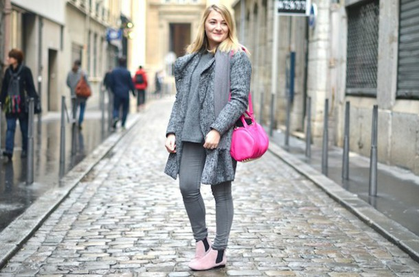 paris grenoble blogger knitted cardigan pink grey jeans chelsea boots shoes
