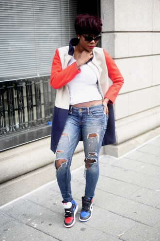 skinny hipster blogger make-up sunglasses tank top top jeans coat shoes winter outfits ripped jeans sneakers