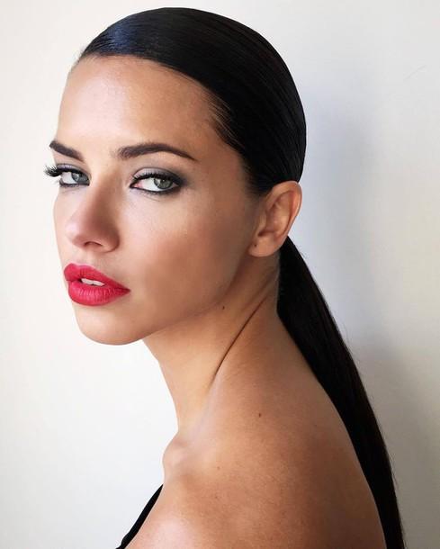 Αποτέλεσμα εικόνας για red lips fashion week
