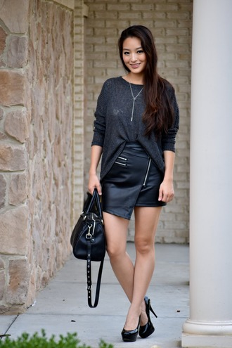 sensible stylista blogger black leather skirt fall outfits pumps black leather bag asymmetrical skirt jewelry necklace