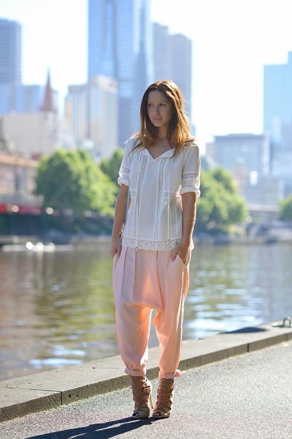 friend in fashion blouse shoes pants bag