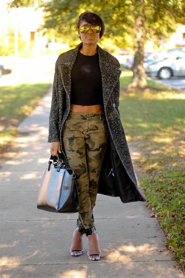 the daileigh coat t-shirt pants sunglasses bag shoes patent bag