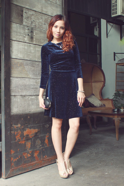 love chic blogger velvet dress new year's eve navy clutch dress shoes bag jewels