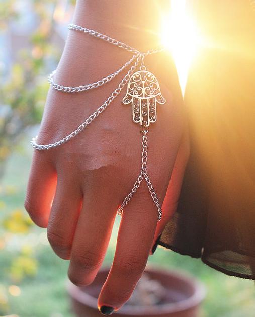 Bergamot Hand Tassel Bracelet - Juicy Wardrobe
