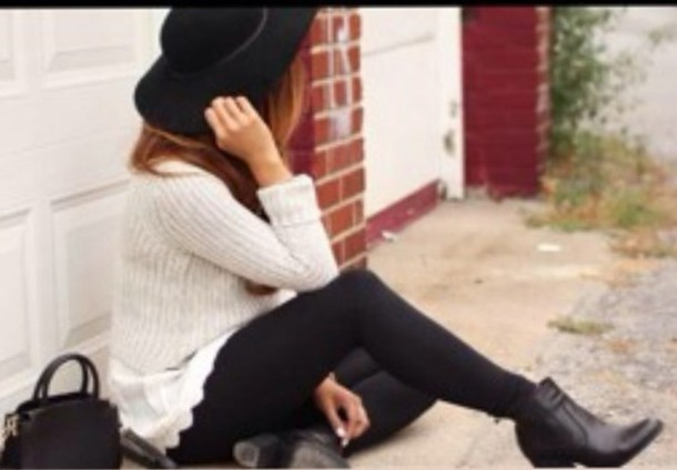 sweater black boots hat