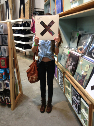 shoes the xx combat boots denim shirt skinny jeans bag purse brown fall outfits studs rivets nice