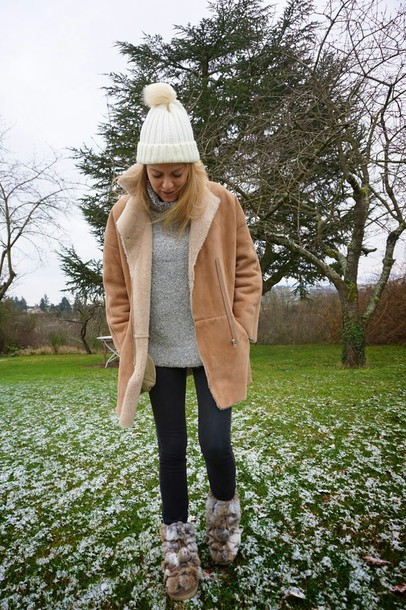 babymodeuse blogger pom pom beanie shearling jacket grey sweater winter boots sud express camel shearling coat beanie