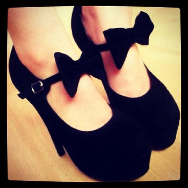 shoes bows black high heels