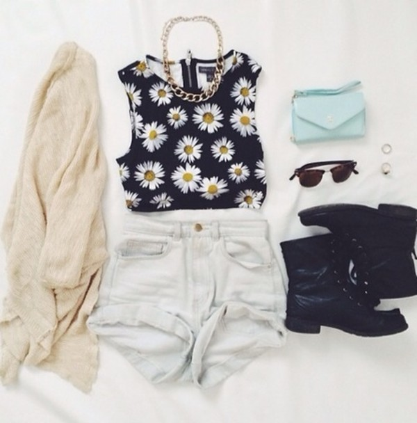 flowers daisy daisy top shorts sunglasses jewels blouse bag mint handbag daisy shoes shirt floral crop tops floral floral tank top daisy top summer summer outfits spring outfits fashion music music festival tumblr clothes los angeles black crop tops necklace navy yellow spring vest crop High waisted shorts cardigan combat boots tumblr outfit t-shirt tank top cream muscle tee girly tank top