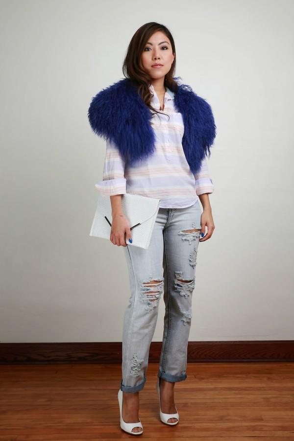wearing fashion fluently shirt jeans t-shirt shoes bag