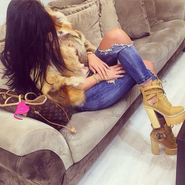 shoes camel talons haut lacets grunge cleated sole cleated sole platforms platform boots