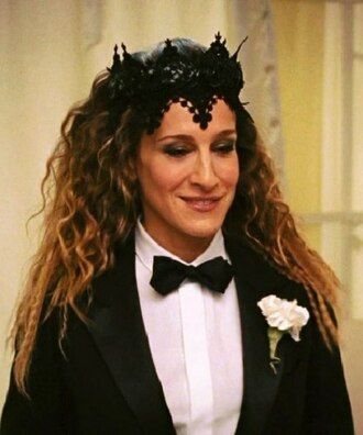 hair accessory black fascinator suit woman celebrity style sex and the city sarah jessica parker carrie bradshaw black lace black wedding movies fashion accessory winter outfits headband wedding accessories