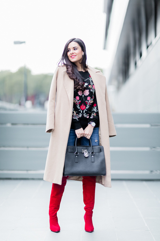 crimenes de la moda blogger sweater coat jeans jewels shoes bag embroidered nude coat handbag red boots winter outfits