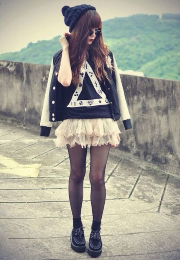 jacket hat t-shirt skirt tulle skirt underwear shirt triangle cute black white t-shirt