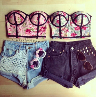shorts tank top sunglasses shirt bustier crop top white crop tops floral crop top top floral top fashion vibe pink bralette crop tops floral strapless t-shirt jeans bff cute outfits perfect bra shirt cute shorts triangle top cute spring fashion bustier bustier top pink flowers floral bustier
