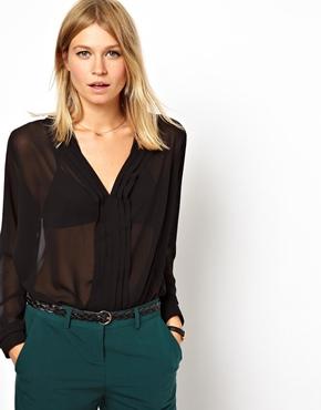 ASOS   ASOS – Bluse mit tiefem Ausschnitt und plissierter Leiste bei ASOS