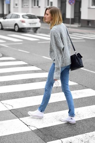 katiquette blogger sweater jeans bag shoes grey sweater shoulder bag converse