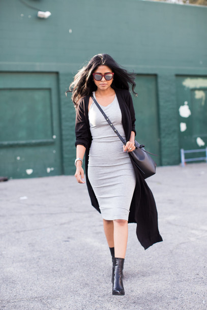 walk in wonderland blogger cardigan sunglasses grey dress black boots black bag