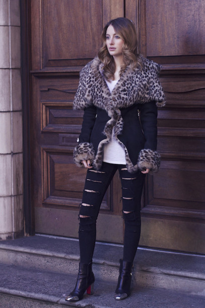 at fashion forte blogger jacket jeans t-shirt jewels shoes