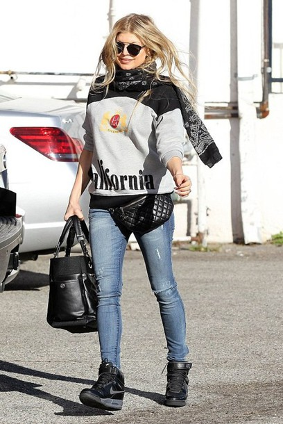 sweater fergie fall outfits scarf