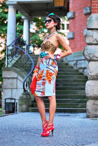 macademian girl skirt shoes bag jewels sunglasses belt