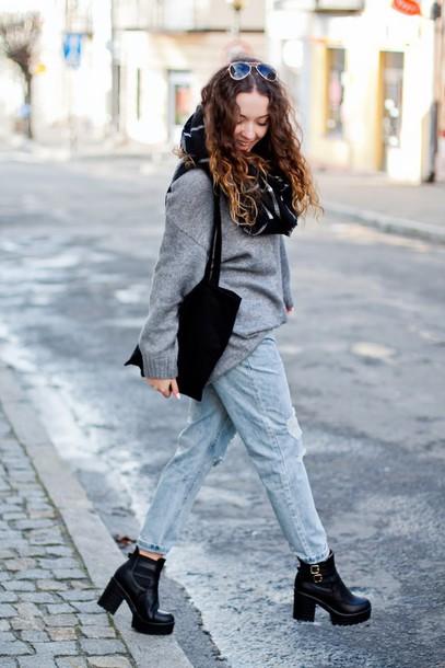 kolorowa dusza blogger jeans scarf sunglasses ankle boots grey sweater oversized sweater shoes
