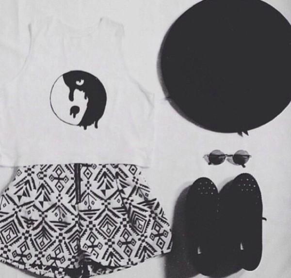t-shirt white crop tops yin yang shorts
